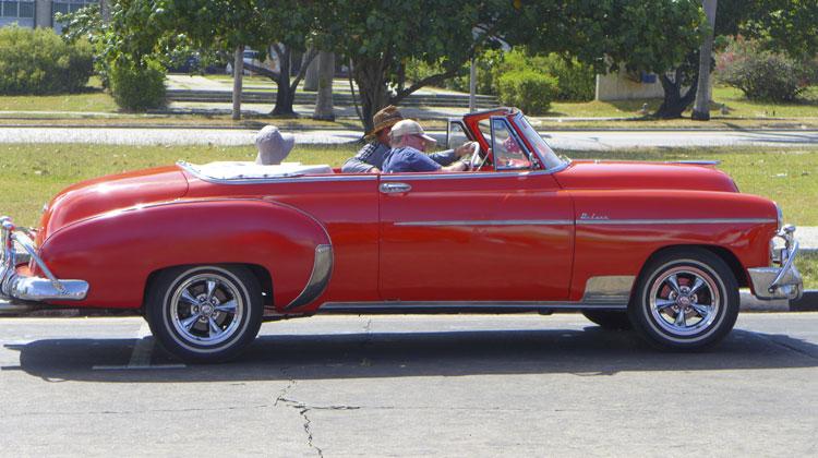 Chevy-Deluxe-Cruising-to-Cuba