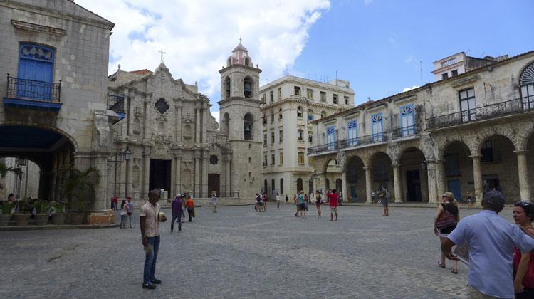 Havana-Square-Cruising-to-Cuba