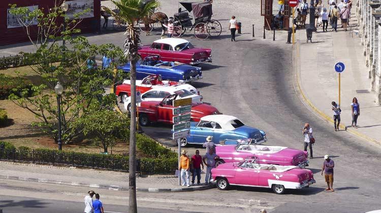 50s-Car-lineup-Havana-Cruising-to-Cuba
