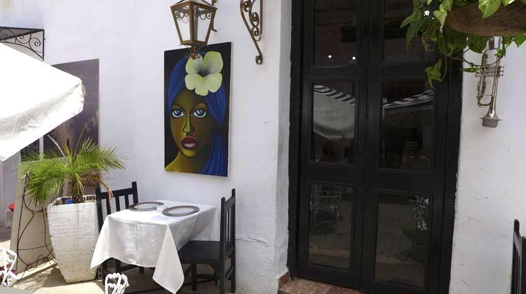 Outdoor-Restauant-Table-Havana-Cruising-to-Cuba